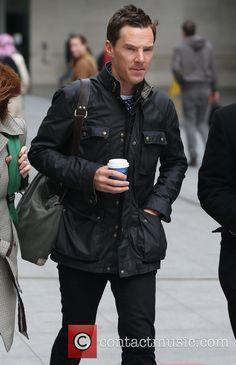 benedict cumberbatch benedict cumberbatch at the bbc studios 4649582 Tom Hiddleston Benedict Cumberbatch, Belstaff Jackets, Leather Men, Leather Jacket, Waxed Cotton Jacket, Zoolander, Look Man, Sherlock Bbc, Tony Stark