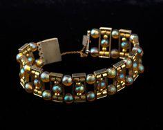 WMF, Geislingen. 'Myra' bracelet, beginning of the 1930s. D. 6.8 cm. Silver-plated brass, 'Myra' beads, honey yellow, iridescent.