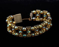 WMF, Geislingen. 'Myra' bracelet, beginning of the 1930s. D. 6.8 cm. Silver-plated brass, 'Myra' beads, honey yellow, iridescent.