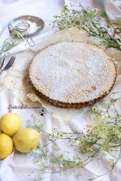 Ebben a nyári forróságban igazán jól tud esni ez a citromos pite, az elkészítésével sem kell sok időt a konyhában melegednünk. Camembert Cheese, Dairy, Food, Meal, Essen, Hoods, Meals, Eten