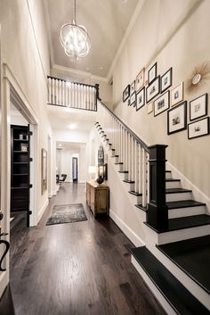 Modern Staircase Design Ideas - Surf images of modern stairs as well as uncover design as well as format ideas to inspire your own modern staircase remodel, consisting of one-of-a-kind railings and also storage . Home Renovation, Home Remodeling, Casa Disney, Sweet Home, Modern Stairs, Foyer Decorating, Budget Decorating, Staircase Design, Staircase Ideas