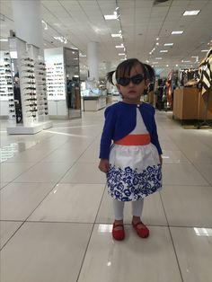 외삼촌이 소은이 옷 사주라고 보내준 돈으로 사준 옷 입고 몰 나들이. 인증샷 :) 신발은 외할머니가^^
