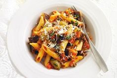 Penne with eggplant caponata: This pasta dish is an easy meat-free weeknight meal full of flavour. Meatless Pasta Recipes, Vegetarian Recipes, Cooking Recipes, Healthy Recipes, Fast Recipes, Delicious Recipes, Healthy Food, Penne, Eggplant Caponata