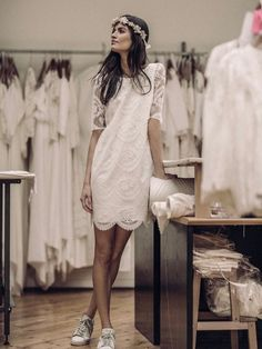 Wedding dress, beauty, hair and makeup bridal inspiration for the tomboy bride. Short wedding dress inspiration for Magpie Wedding's creative and quirky brides. Dress With Converse, Dress With Sneakers, Bride Sneakers, Wedding Sneakers, Casual Bride, Casual Wedding, Rustic Wedding, Wedding Ideas, Dresses Short