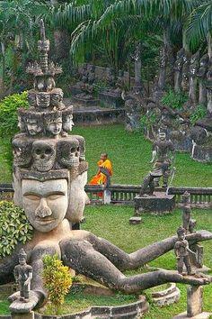 Buddha Park - Vientiane, Laosarc