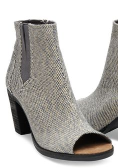 Fashioned in metallic linen, these peep-toe booties add a touch of flair to your more stylish outfits. Girly Stuff, Girly Things, Celebrity Photos, Stylish Outfits, Envy, Heeled Mules, Wedding Flowers, Fashion Beauty, Toms