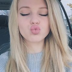 Hi I am Loren beech! I am 14 and dating a cutie💘❤️💚 I live doing musicallys and I love all my fans! Natural Makeup For Teens, Gray Instagram, Grey Makeup, Perfect Lips, Natural Blondes, Loren Gray, Beautiful Lips, Just Girl Things, Blonde Hair