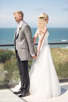 #hotelltylösand #halmstad #wedding #bröllop #vintage #weddingday #bröllopsdag #groom #weddingdress #bride #brud #brudgum #bröllopsklänning #hair #flowers #förstamötet #firstmeeting #weddinginspiration #bryllop pic by: www.photodesign.nu