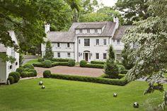 Pound Ridge Home - - Projects - Julie Hillman Design Modern Landscape Design, Modern Landscaping, House Landscape, Contemporary Landscape, Exterior Design, Interior And Exterior, Colonial Exterior, White Houses, Classic House