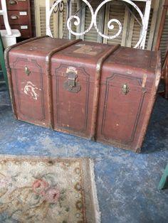 Antiguo Baul Ingles. Encontrara valor en www.unviejoalmacen.com.ar