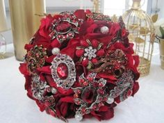 Sooooo need one when I get married. Not so much the red but it's beautiful!!