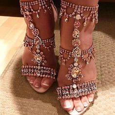 Sandals inspired from royal era. Fit for a princess !! Statement shoes by @marchesafashion sitting pretty on @teamyummymummy #gracesandals #marchesa #marchesabridal #marchesashoes #highfashion #luxurybrands #brand_lovers_diaries #marchesafashion #pinknation #fashionblog #brandblog #studdedsandals #crystalsandals #shoestagram #shoegame #heels #heelsaddict #fashionforward #fashionicon #fashioninspiration #fashionista #stylish #saturslay #prettyfeet #champagnegold #weddingshoes #designer…