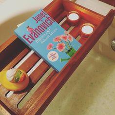 Eine Runde gesund werden #Erkältungsbad #krank #ill #lesen #quietscheente #baden #bath #badewanne #kerzen #gemütlich #cozy #Home #düsseldorf #schaumbad #eukalyptus #gladbach by anni.lc