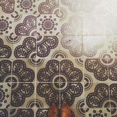 Unsymmetrical floor patterns... #jessshoeproject #fromwhereistand #lookingdown #tiles #tileaddiction #ihavethisthingwithfloors #floorandcarpetsofpublicspaces #floorsthatilove #shoes #shoestagram #october2015 #londonlife #london #iglondon #england #latergram #vsco #vscocam #vscogram #libertylondon by jessicahull1