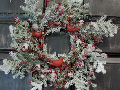 A cool winter collection of 15 Chilling Handmade Winter Wreath Designs For Your Front Door with a lot of ideas for inspiration that you can use. Front Door Decor, Wreaths For Front Door, Door Wreaths, Christmas Party Decorations, Christmas Wreaths, Winter Decorations, Winter Wreaths, Christmas Crafts, Frozen Wreath