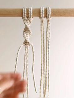 Macrame Wall Hanging Patterns, Macrame Plant Hangers, Macrame Art, Macrame Design, Macrame Projects, Macrame Knots, Micro Macrame, Rope Knots, How To Macrame