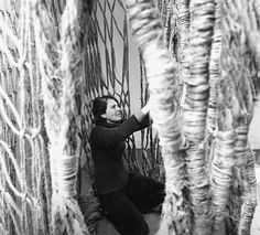 Aurèlia Muñoz en la obra Xarxes vegetals, 1973.                                                                                                                                                                                 Más
