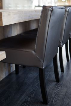 Stevige stoelen voor in de eet/ woon kamer. Voor meer informatie kijkt u op:  www.molitli.nl