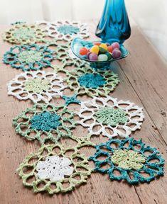 Adoro esses tons e esse tipo de crochê! Simples, delicado e lindo!