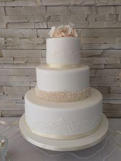 Wedding cake   #weddingcake #wedding #southoffrance #white