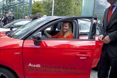 Audi shared fleet is gepresenteerd in het bijzijn van minister Schultz van Haegen. Die meteen voor een testrit ging.