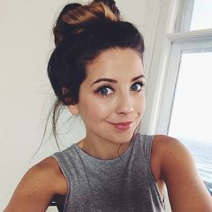 Zoella looks soooo good in this picture. She looks so fresh with her hair in a messy bun, and simple makeup.