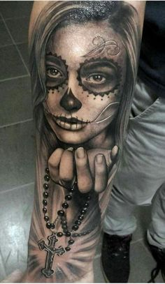 Day of the dead tattoo tattoo mann vorlagen skull tattoo mann vorlagen Sugar Skull Girl Tattoo, Girl Face Tattoo, Sugar Skull Tattoos, Chicanas Tattoo, Body Art Tattoos, Sleeve Tattoos, Cool Tattoos, Future Tattoos, Tattoos For Guys