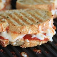 Cheesy Grilled Pizza Sandwich , try on George Foreman George Foreman Grill, George Foreman Recipes, Pizza Sandwich, Grilling Recipes, Cooking Recipes, Pizza Recipes, Pepperoni Recipes, Turkey Pepperoni, Vegetarian Grilling