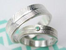 Silber Paarringe mit Smaragd und Blattstruktur