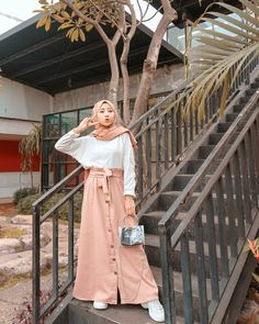 Modern Hijab Fashion, Street Hijab Fashion, Hijab Fashion Inspiration, Muslim Fashion, Hijab Casual, Hijab Chic, Long Skirt Fashion, Women's Fashion Dresses, Hijab Style Dress