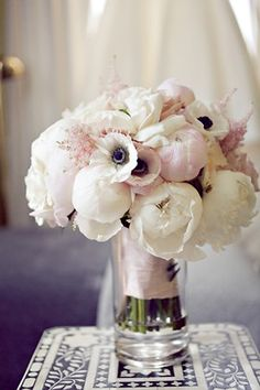 Pionia, anemonea ja jaloangervoa (for flowers, not colors)
