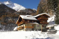 Haus Dabaklamm | Kals am Grossglockner | Osttirol Cabin, House Styles, Home Decor, National Forest, Sustainability, Vacation, Haus, Room Decor, Cabins