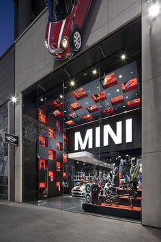 Mini's Pop Up Shop in London is super fun and well branded... only other thing we would have loved to see... a mini store! #PopUp #Retail