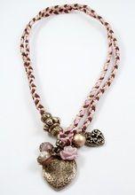 Bixut - Collar Coraline marrón-rosa. Realizada en ágata, ante, lazo y piezas de metal de fantasía.