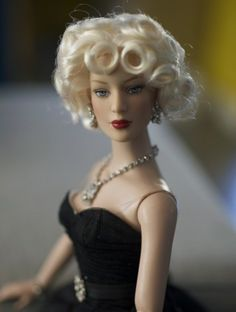 About Celebration in Paris: Tyler Wentworth, Celebration in Paris, a Paris Fashion Doll Festival exclusive from 2009.