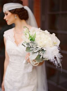 Art deco, or Great Gatsby weddings are super chic and elegant, and every picture of such a wedding catches an eye. If you are looking for a bouquet . Great Gatsby Wedding, 1920s Wedding, Art Deco Wedding, Dream Wedding, Fantasy Wedding, Wedding Vintage, Feather Bouquet, Blue Wedding Dresses, Wedding Flowers