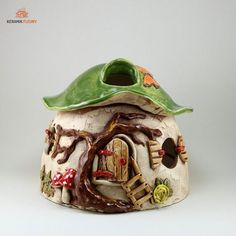 Pilzhaus 2 Clay Fairy House, Fairy Houses, Toad House, A Kind Of Magic, Clay Fairies, Clay Houses, Miniature Crafts, Ceramic Flowers, Bottle Art