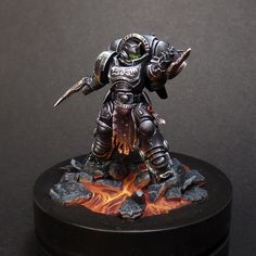 Some more amazing miniatures painted by commission miniature painter, Kaptain Tom Miniatures. Warhammer 40k Figures, Warhammer Paint, Warhammer Models, Warhammer 40k Miniatures, Warhammer Deathwatch, Warhammer Aos, Warhammer 40000, Chaos Lord, Grey Knights