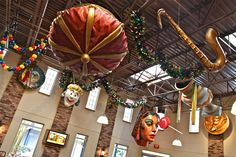 Photo Tour of Disney's Port Orleans French Quarter Resort at Walt Disney World. Disney World Restaurants, Disney Resorts, Disney Vacations, Cute Disney, Walt Disney, Disney World Honeymoon, New Disney Movies, Disney World Tips And Tricks, Disney Addict