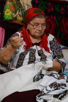 Virginia Sahlean din Bucşoaia – Frasin Folk, Costumes, Painting, Virginia, Beautiful, Cottage, Art, Fashion, Romania