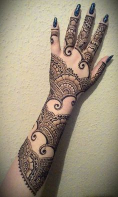 if only I could do this to myself. I think I'm going to spend the whole of uni covered in henna.