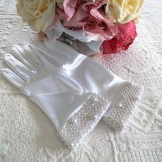 vintage wedding gloves white, bridesmaid gloves, Evening formal beaded gloves style evening, Vintage bridal gloves, Rockabilly gloves by on Etsy Rockabilly Fashion, 1950s Fashion, Vintage Gloves, Wedding Gloves, Vintage Bridal, White Satin, Magpie, Bridesmaid, Formal