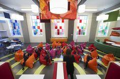 O escritório DEGW e Gavin Hughes projetaram um espaço colorido e versátil para a West Hill Primary School, em Londres. Esta escola é uma pequena, multicultural, multirracial alojada em um prédio no…