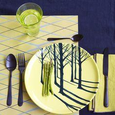 Une déco de table jaune et bleue