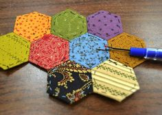 English Paper Piecing tutorial  http://stitchinpostinsisters.typepad.com/stitchin_post_in_sisters/paper-piecing/