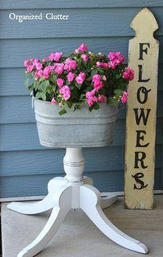 Organized Clutter: Fun & Flirty Legs for a Laundry Tub Junk Garden Planter Easy Gardening For Beginn Garden Junk, Diy Garden, Garden Crafts, Garden Planters, Garden Projects, Garden Landscaping, Garden Ideas, Garden Site, Upcycled Garden