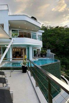 Amazing pool and house