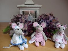 Haakmuts: Wall of fame Crochet Mouse, Crochet Books, Crochet Yarn, Easy Crochet Patterns, Amigurumi Patterns, Crochet Supplies, Troll Dolls, Knitted Animals, Crochet For Beginners