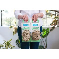 Growing mushrooms at home has never been easier. guaranteed mushroom cultivation right out of the box. No separate mushroom spores or mushroom seeds needed – just add water! Mushroom Seeds, Mushroom Grow Kit, Mushroom Spores, Mushroom Cultivation, Grow Organic, Organic Farming, Growing Mushrooms At Home, Grow Your Own Food, Edible Garden