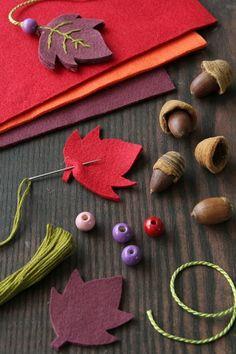 Handmade Crafts, Diy And Crafts, Crafts For Kids, Felt Bookmark, Scrap Material, Felting Tutorials, Felt Patterns, Felt Hearts, Felt Ornaments